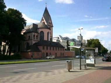 Haltestelle der Buslinie 133 am Schokoladenmuseum