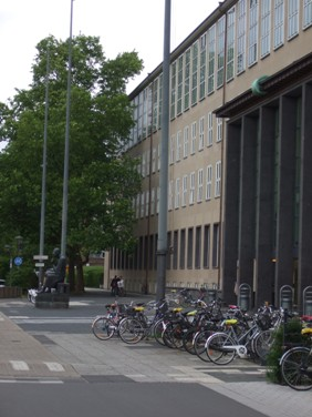 Hauptgebäude Eingang Kölner Universität